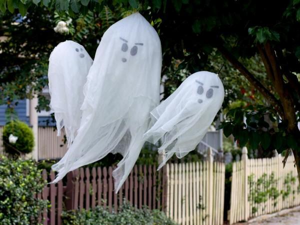 Привидения из марли на Хэллоуин