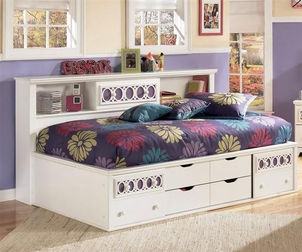 Кровать для девочки-подростка с ящиками и полками
