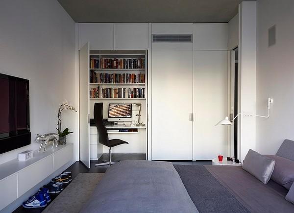 Мини-кабинет в спальне в шкафу