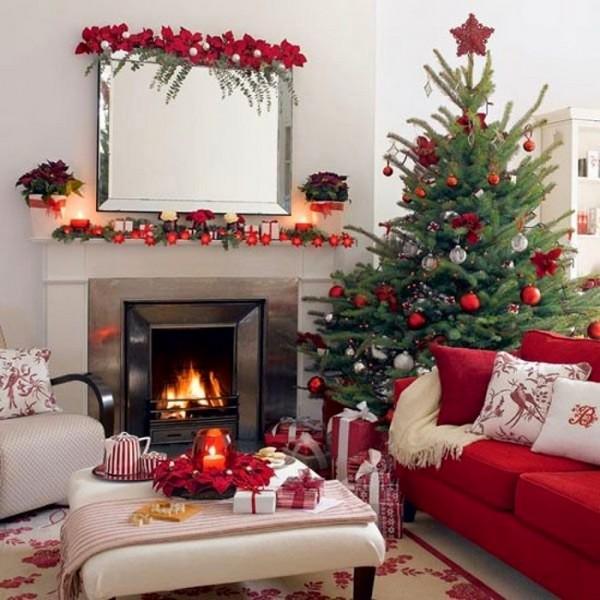 Украшение гостиной с камином на Новый год 2017