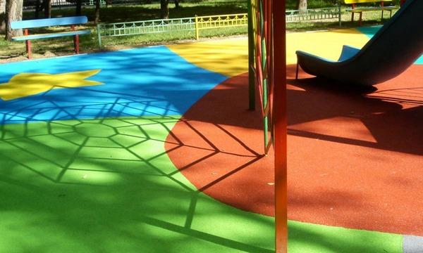 Резиновая краска для детских площадок
