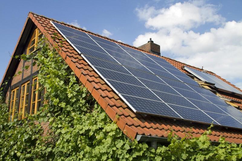 Солнечные батареи на крышу дома фото