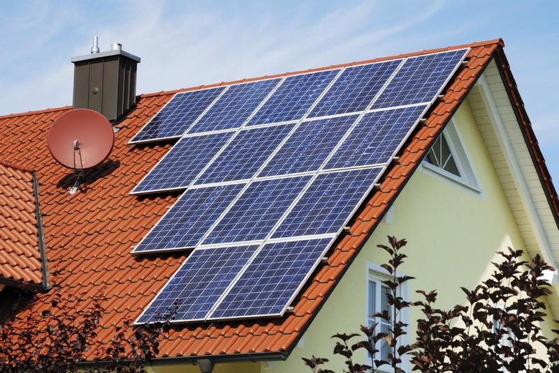 Установка солнечных батарей на крыше фото