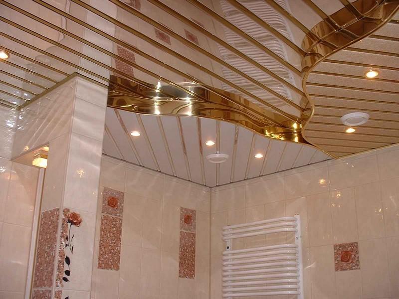 отделка потолка пластиковыми панелями фото