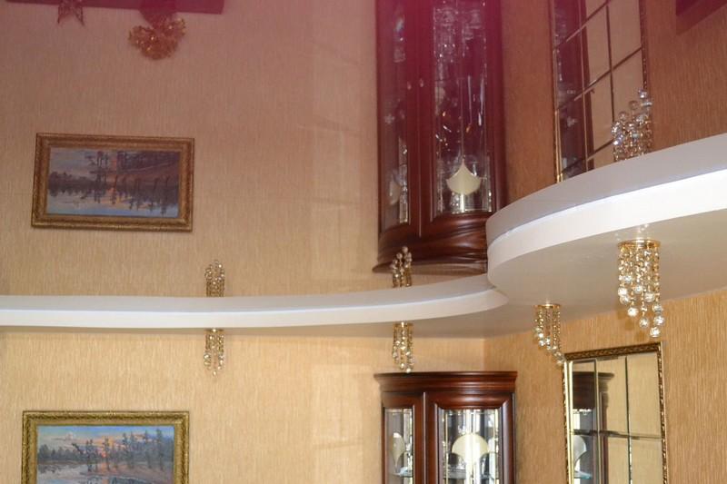 зеркальный натяжной потолок фото
