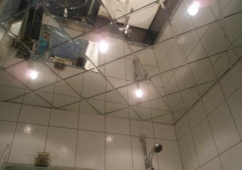 зеркальный потолок в ванной фото