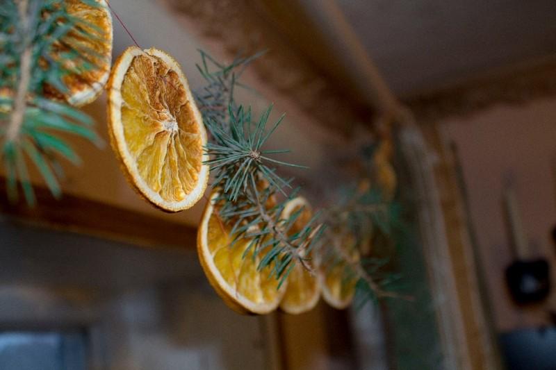 гирлянда из засушенных апельсинов фото