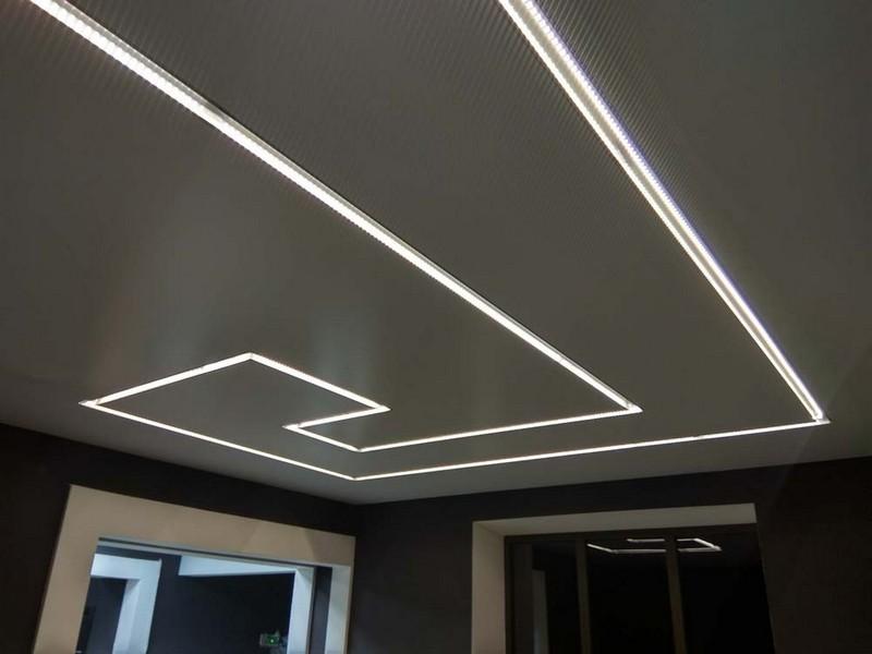 натяжные потолки со световыми линиями фото