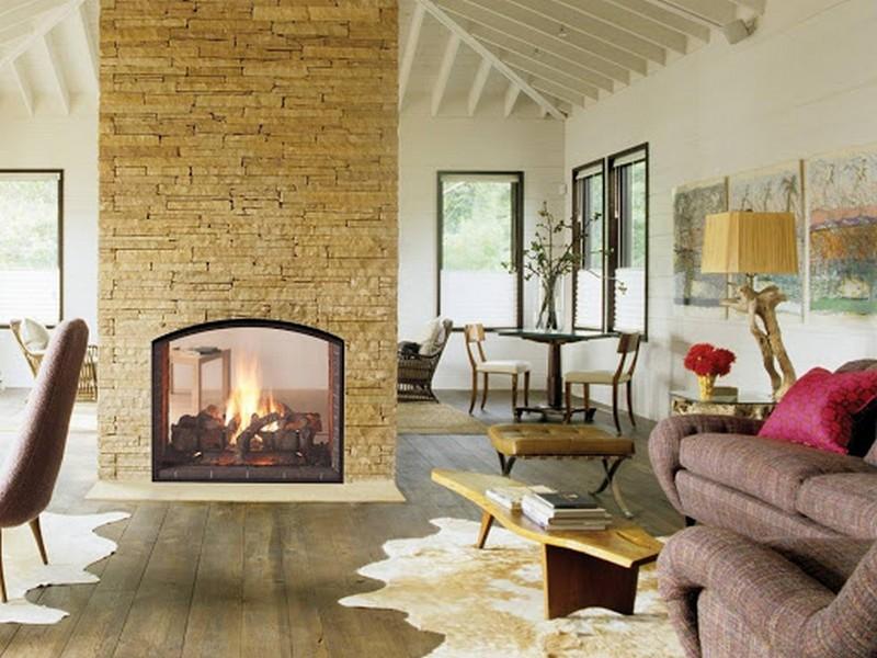 интерьер гостиной с камином в частном доме фото