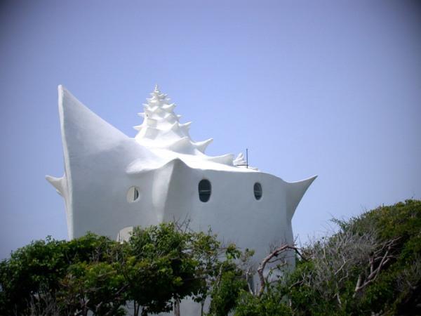дом в форме морской раковины