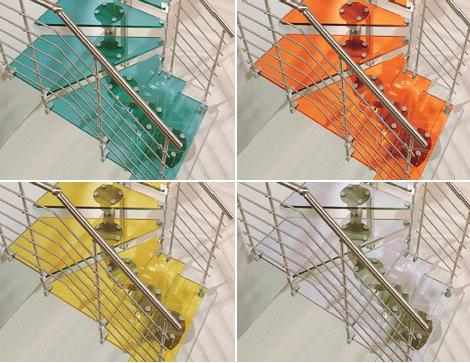Дизайн лестницы из разноцветного стекла