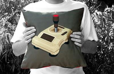 Сделать такую подушку самому очень и очень просто. .  Главное - оригинальная идея и яркая ткань. .