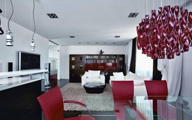 ...гамма: в гостиной господствует белый, в столовой - красный, в кухне...