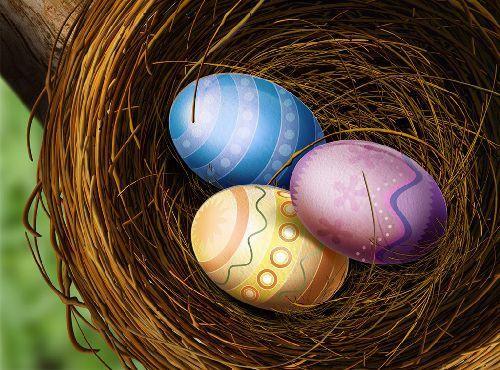 Пасхальные яйца в корзинке фото
