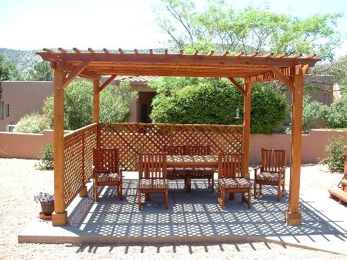 Уютный уголок для отдыха в саду