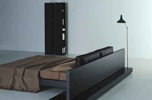 интерьер спальни кровать-подиум.