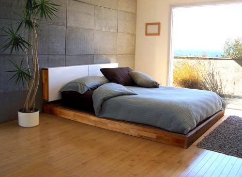 Кровать-подиум в спальне фото