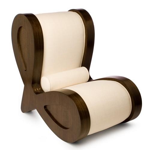Деревянное необычное кресло