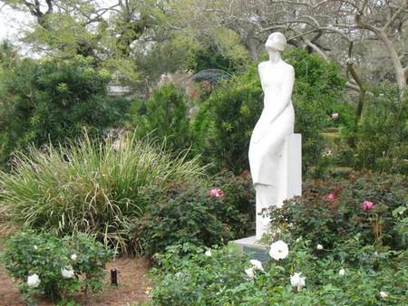 Садовые скульптуры из гипса