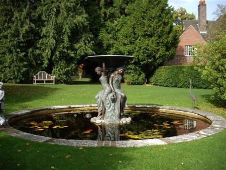 Садовые скульптуры-фонтаны