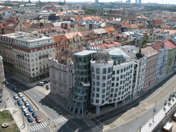 Танцующий дом в Праге, фото с высоты