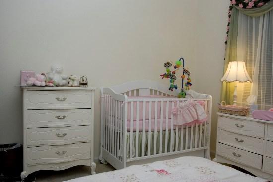 Освещение детской комнаты для новорожденного