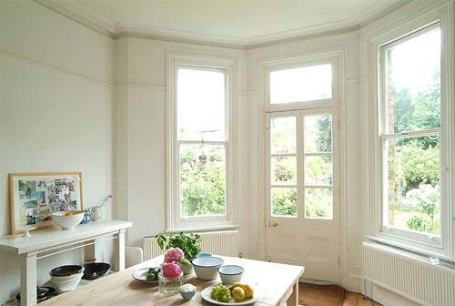 Деревянные окна в интерьере