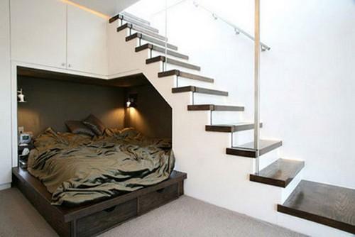 Комната под лестницей
