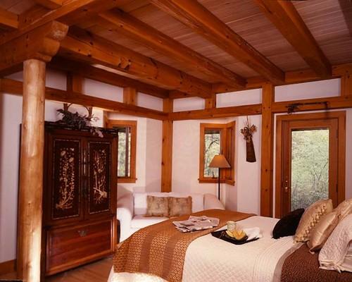 Интерьер спальни каркасного дома