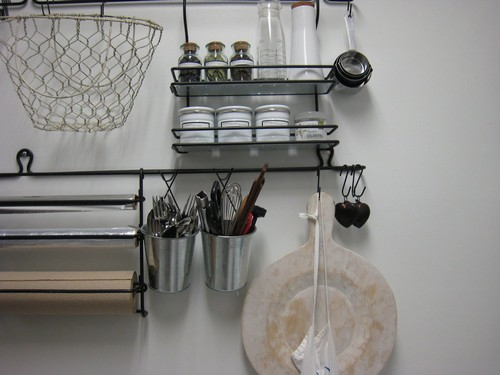 Установка рейлингов на кухне