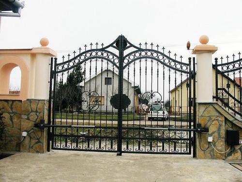 Кованые ворота для загородных участков