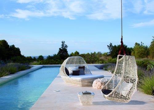 Мебель для бассейна от Патриции Уркиолы