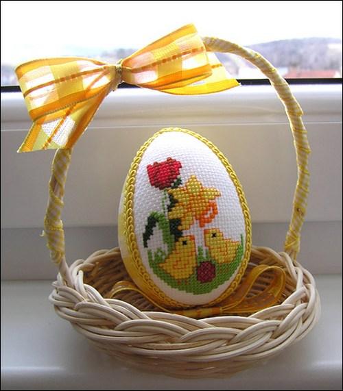 Пасхальная вышивка яйцо в корзинке
