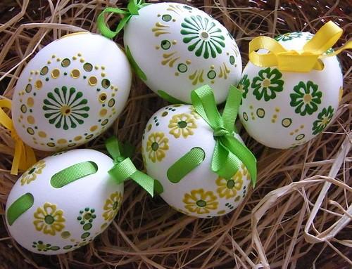 Пахальный декор 2012 - яйца на соломе