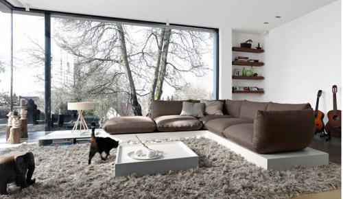 Подиум в интерьере квартиры - диван на подиуме