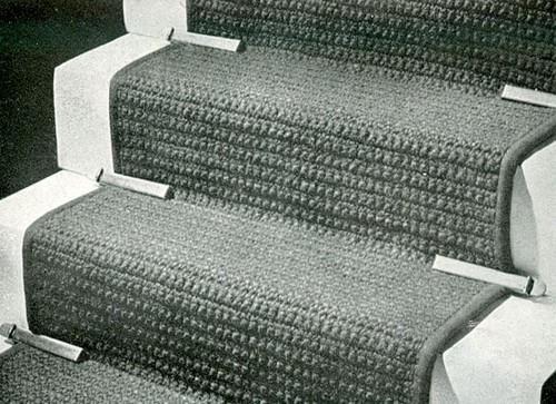Вязаные коврики на ступенях