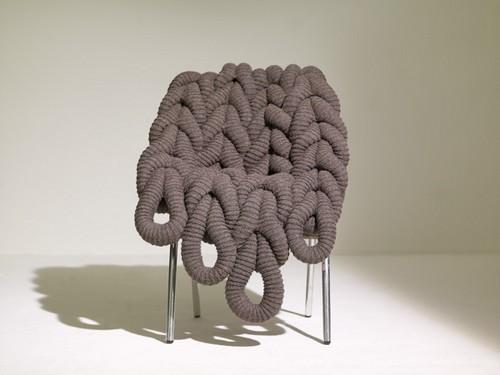 Оригинальное вязаное кресло