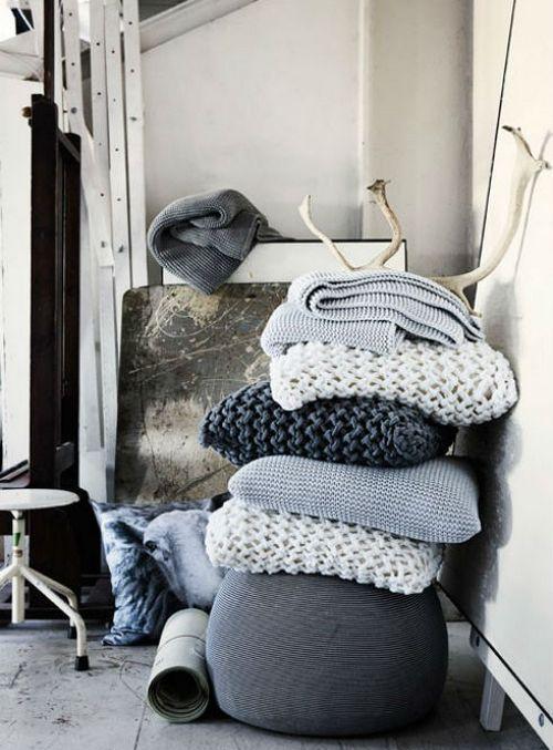 вязаные декоративные подушки для интерьера