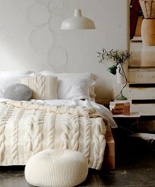 вязаные декоративные подушки и покрывала для интерьера