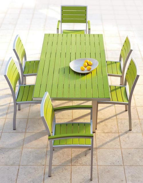 Цветная садовая мебель из пластика