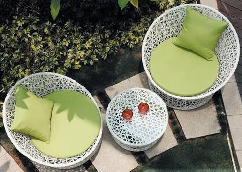 Мебель плетеная из пластика для дачи и сада
