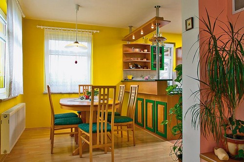 Интерьеры кухни в желтом цвете фото