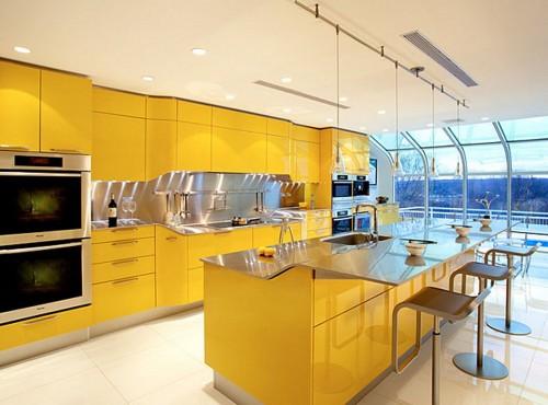 Бело-желтая кухня