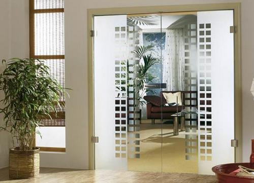 Дверь офисная со стеклом