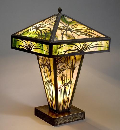Настольная витражная лампа