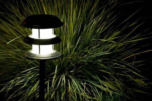 Садовые солнечные фонари фото