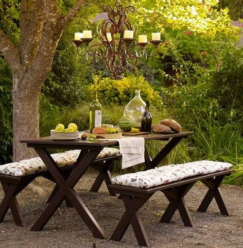 Деревянные столы и скамейки садовые