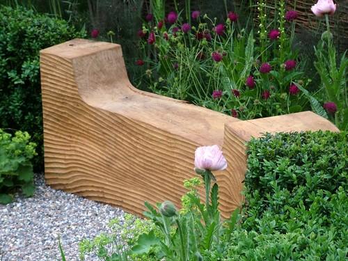 Оригинальные деревянные садовые скамейки
