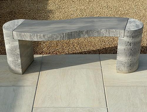 Скамейка из камня без спинки