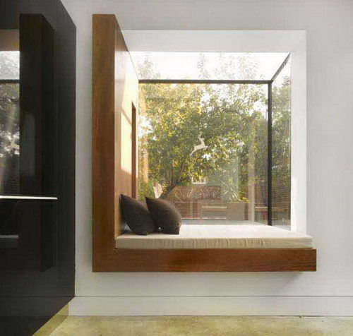Окно с эркером в современном интерьере
